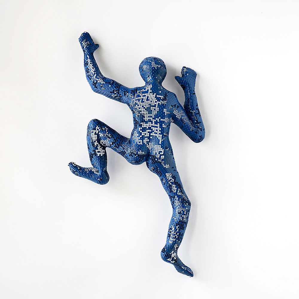 Climbing man figures nuntchi wire mesh sculptures for 3d sculpture artists